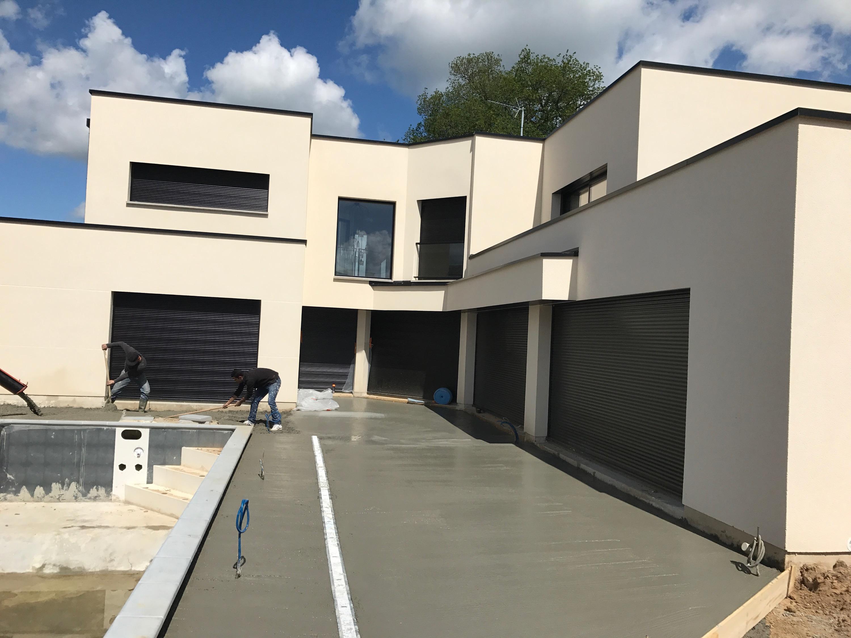 Pose de menuiseries alu et aménagement d'une terrasse piscine à Quincampoix